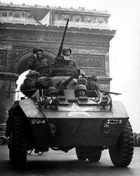 tanque liberando paris