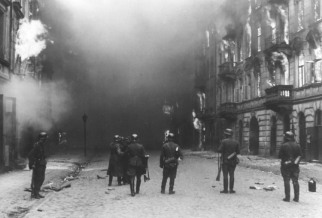 Warsaw_Ghetto_Uprising_-_10501