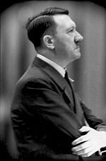Hitler de perfil