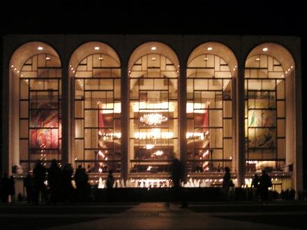 Metropolitan_Opera_House_At_Lincoln_Center_2