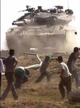 niños palestinos piedras tanque judio