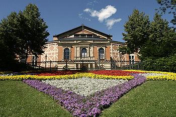 Bayreuth_Festspielhaus_2006-07-16