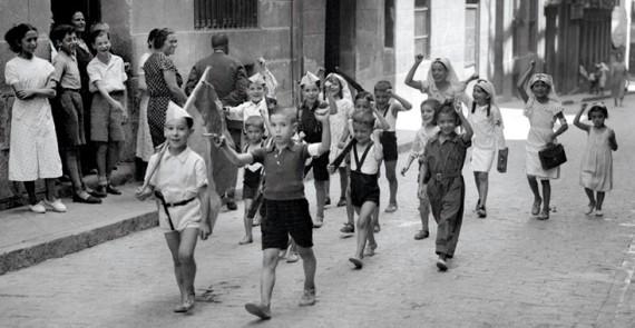 xiquets jugant milicians