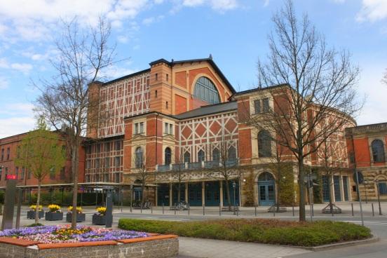 Bayreuth_Festspielhaus_Seite