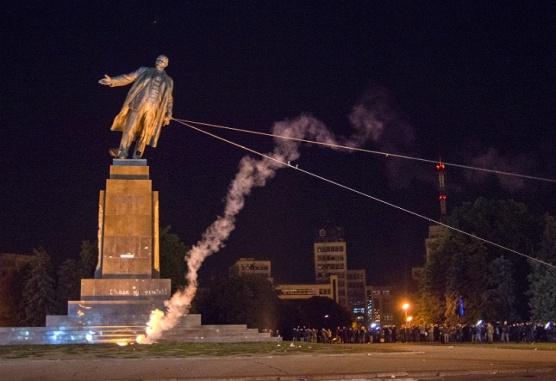 estatua_lenin_g.jpg_18530275521001_ucrania_