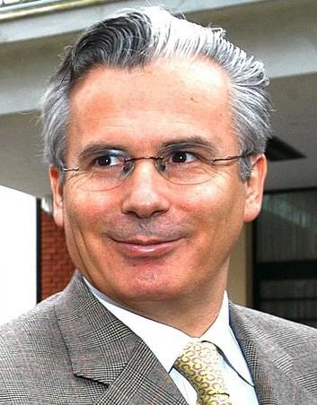 Baltasar_Garzón_-_Visitando_ESMA_-_Argentina_-_1AGO05_-presidenciagovar_recortada