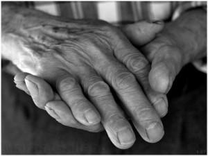 anciano-manos