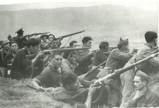 guerra+civil+milicianos+y+soldados++en++trinchera+del+Norte