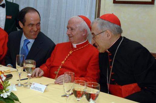 El ministro de Defensa, José Bono, y los cardenales, Rouco Varela y Cañizares Llovera