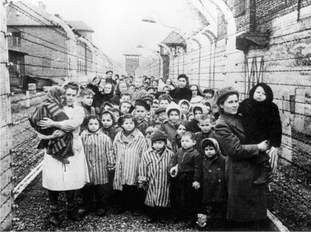 holocausto. niños pek