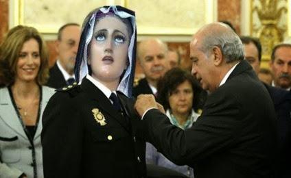 ministro condecora virgen