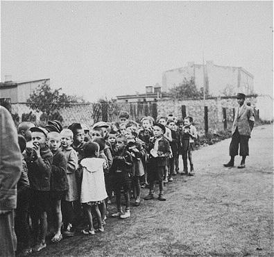 Children_rounded_up_for_deportation
