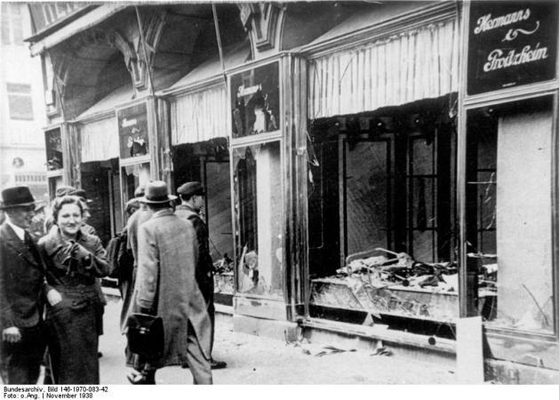 Kristallnacht, Nov. 1938 Zerstörte jüdische Geschäfte in Magdeburg.