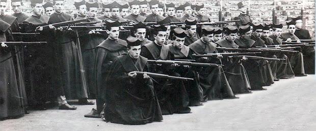 CURAS HACIENDO INSTRUCCIÓN diario de un ateo iglesia catolica fascismo franquismo