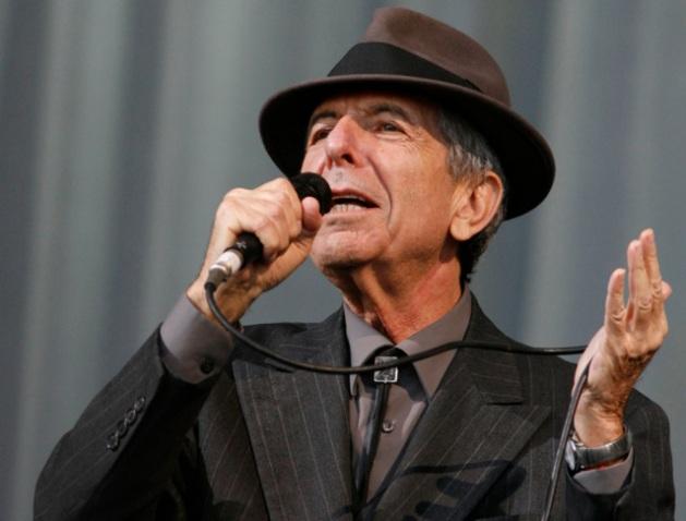 U.S. singer-songwriter Leonard Cohen performs at the Glastonbury Festival 2008 in Somerset, southwest England, June 29, 2008. REUTERS/Luke MacGregor (BRITAIN)