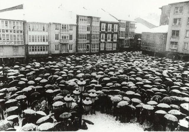 Miles de personas se manifiestan en Reinosa bajo una intensa nevada. ARCHIVO CCOO