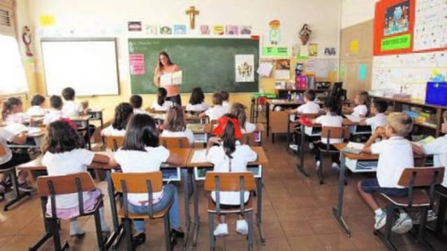 escuela-confesiona-crucifijo